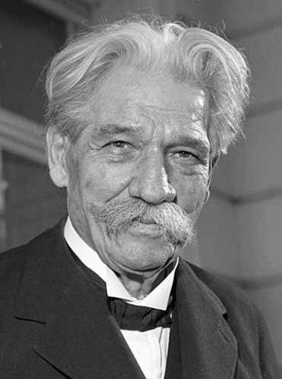 Albert_Schweitzer_1955 (via Wikipedia)