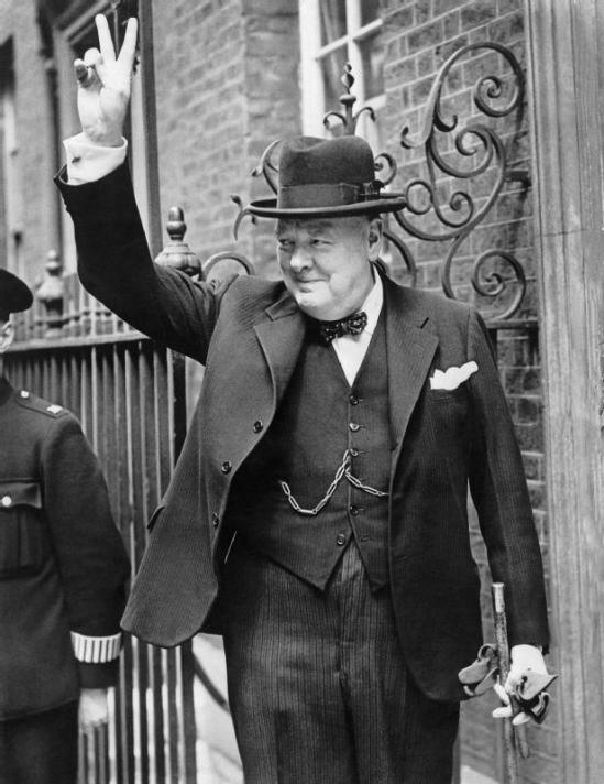 Churchill_V_sign_HU_55521 (via Wikipedia)